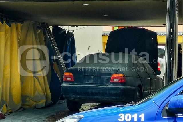 Vehículo BMW provoca incendio en colonia Vista Hermosa en Puebla