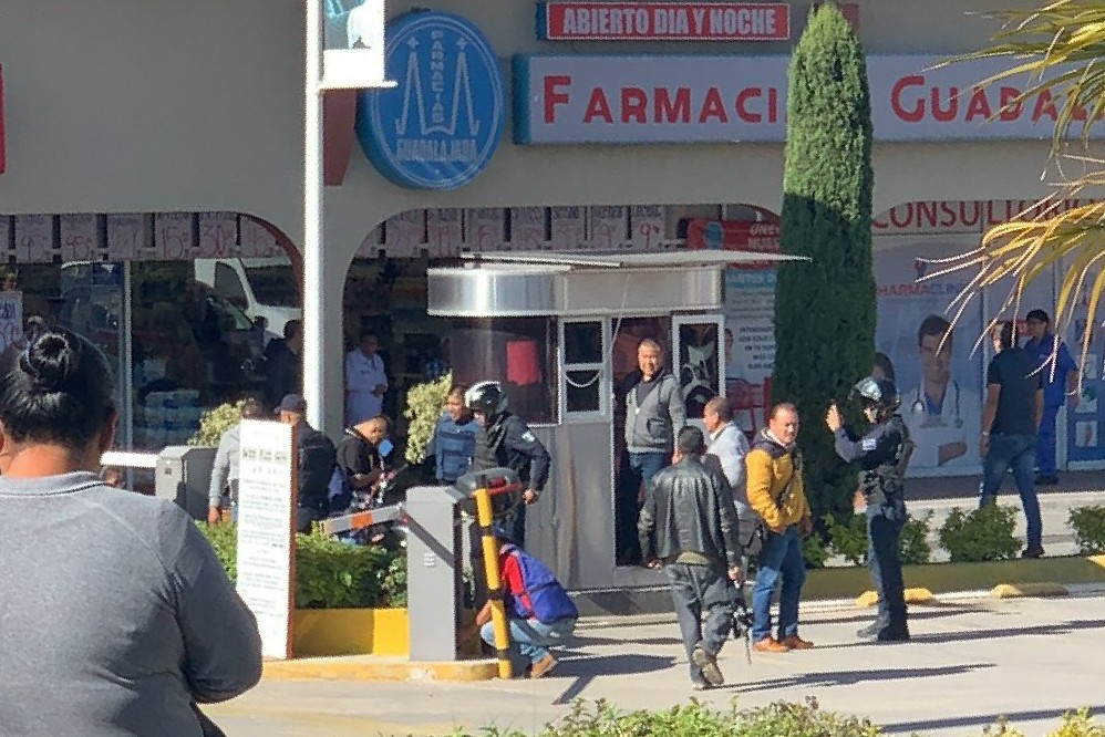 Un escolta herido deja balacera en Plaza Tolín de la Calzada Zaragoza