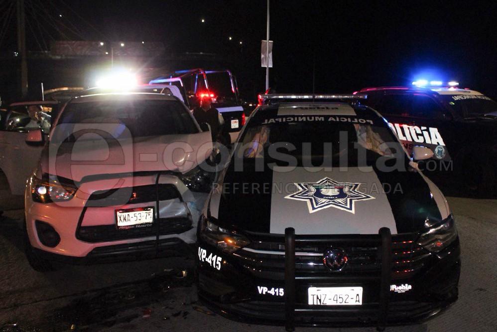 Chocan patrulla en La María al atender auxilio de balazos