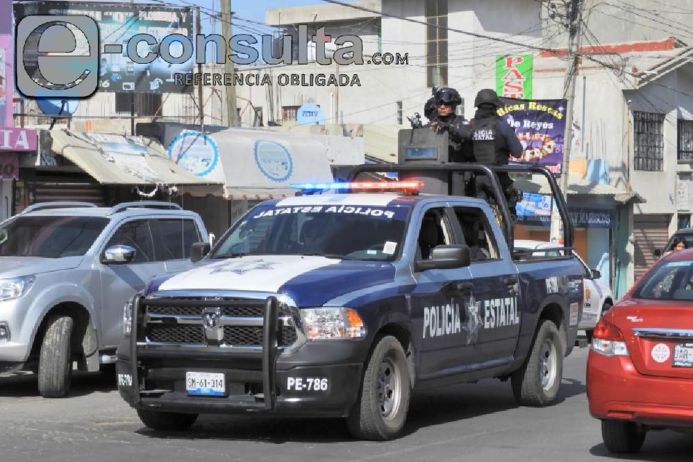 Policía frustra robo a farmacia y asegura taxi al sur de Puebla