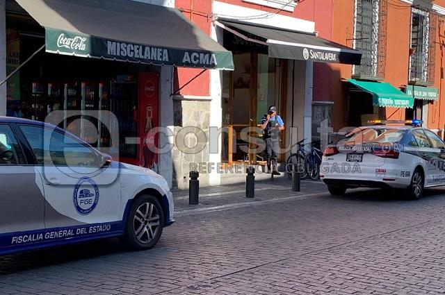 Roba un celular pero olvida su arma en cafetería de Puebla