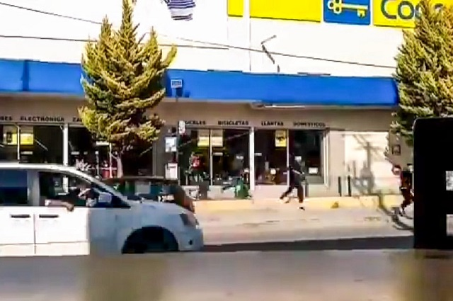 Video: graban a sujetos que asaltaron Coppel en la 11 Sur