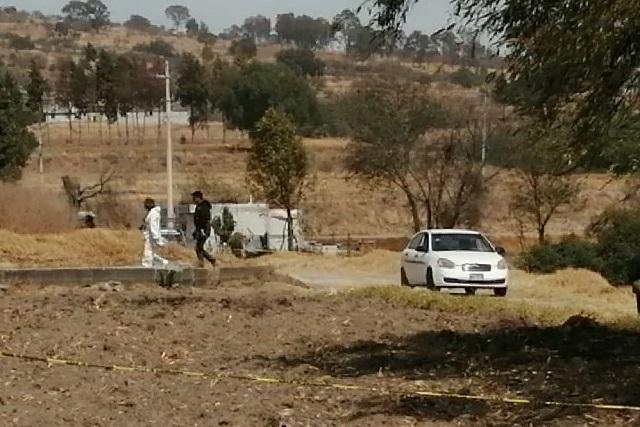 Hallan 3 cadáveres baleados en un vehículo en Texmelucan