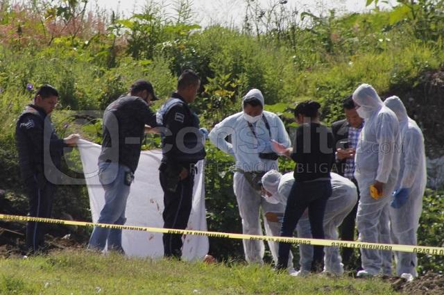 Narcomanta y dos embolsados en el relleno sanitario de Puebla