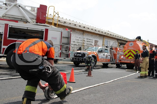 Se incendia fábrica de hilos en el Bulevar Xonaca