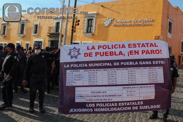 Policías mantendrán paro en Puebla; les ofrecen 3% de aumento