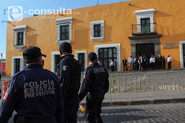 Comisión a modo aceptó un pobre aumento, dicen policías