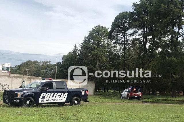 Rescatan cadáver golpeado en barranca de Xonacatepec