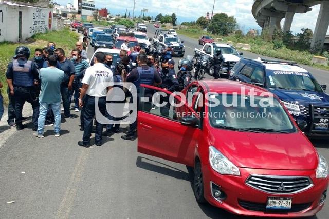 Mamá e hija se lanzan de un DiDi en movimiento, en Puebla