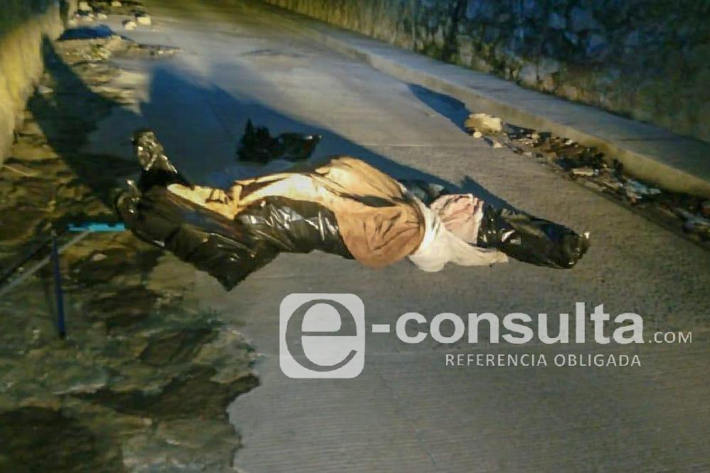 Dejan cadáver embolsado y encobijado bajo puente del Periférico