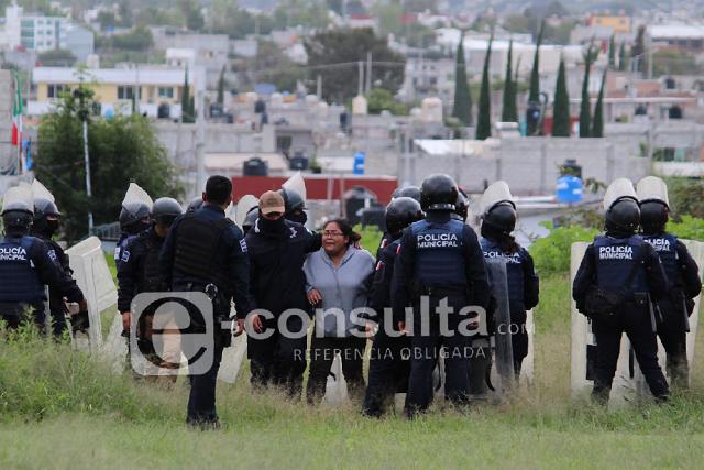 Desalojo de 3 casas desata operativo en Constitución Mexicana