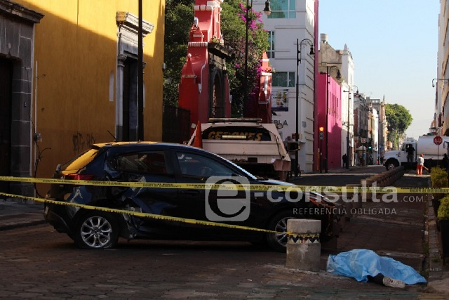 Sin deberla, atropellan y matan a tamalero frente a la CDH Puebla
