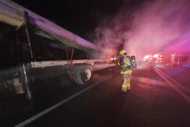 Transportista muere calcinado tras choque en la Amozoc-Perote