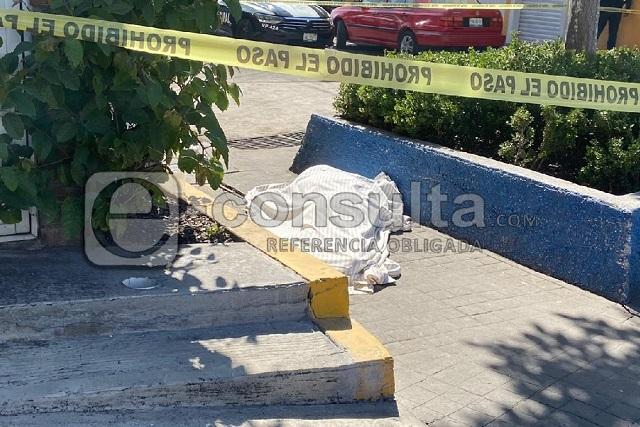Muere indigente travesti en parque público de Puebla