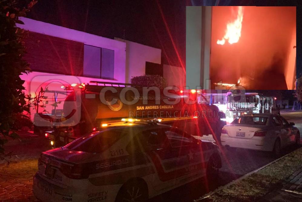Causa pánico incendio en residencia de Lomas de Angelópolis