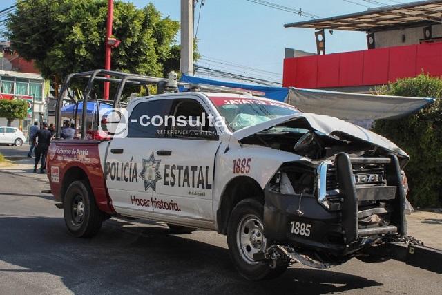 Patrulla estatal embiste a dos autos en 31 Poniente y 19 Sur