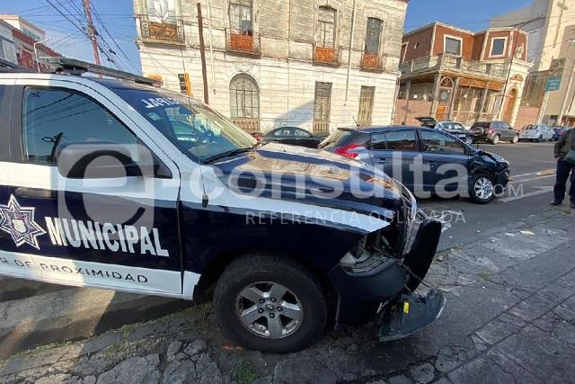 Mujer iba tarde a su trabajo y choca con patrulla en Santiago