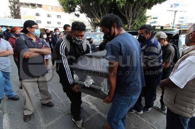 Dan el último adiós a guardia asesinado en Oxxo de Puebla