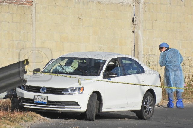 Torturan a joven y lo asesinan en su auto, en Valle del Sol