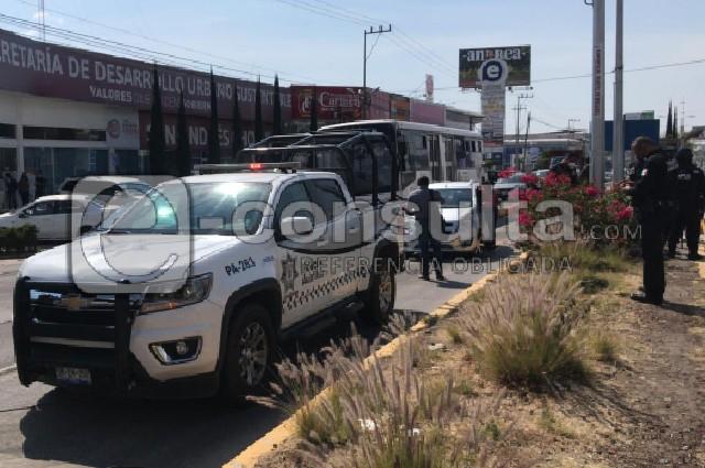 Patrulla atropella a par de mujeres en el Bulevar Atlixco