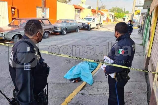 Muere adulto mayor por caída en calles de Santiago Momoxpan