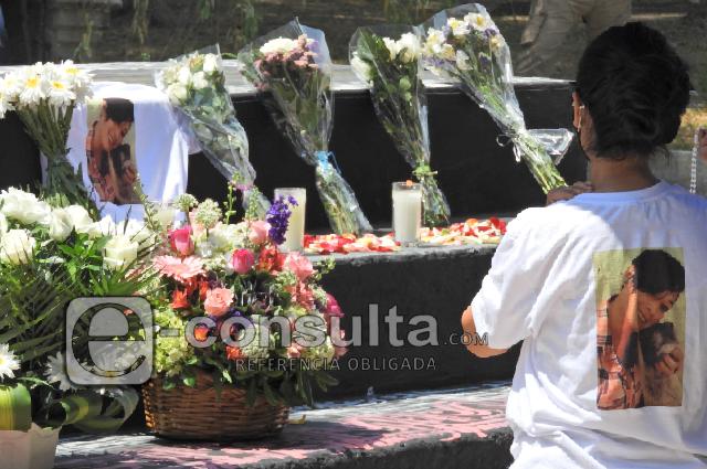 Rinden homenaje a Monserrat, asesinada hace un mes en Xonaca