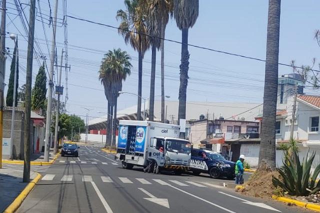 Repartidor de agua causa choque con patrulla en Los Fuertes