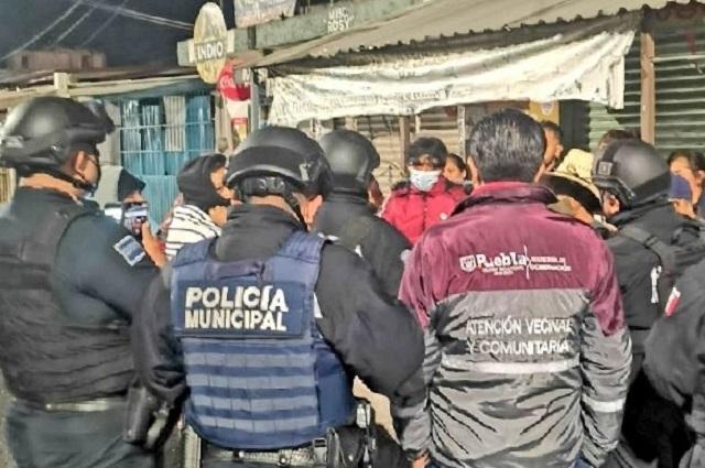 Desnudan y golpean a presuntos ladrones en Totimehuacán