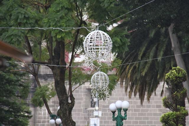 Niega Milenium instalación lenta de alumbrado navideño en Puebla