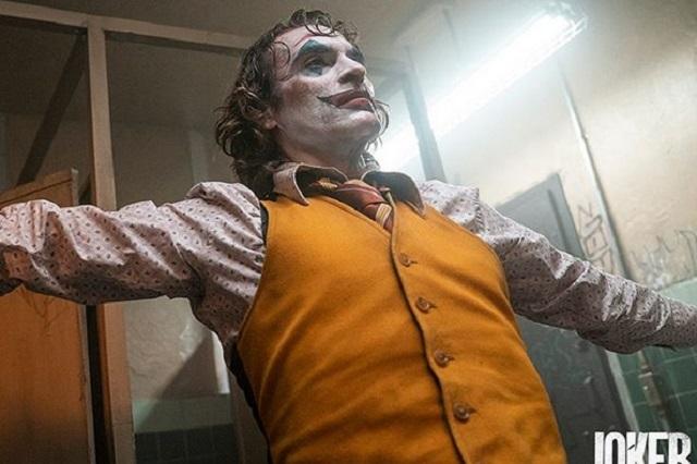 Adrián Uribe es blanco de críticas tras compararse con Joker