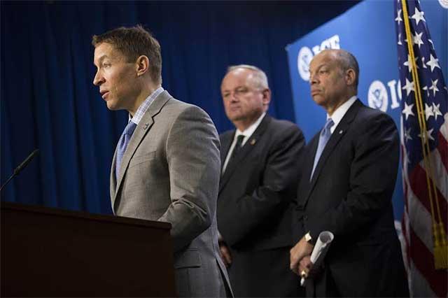 Trump despide al director de Control de Inmigración y Aduanas