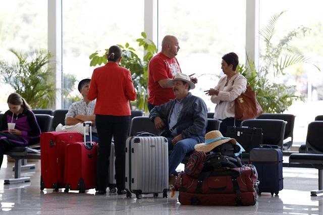Listo, aeropuerto de Puebla para cambio de horario este domingo