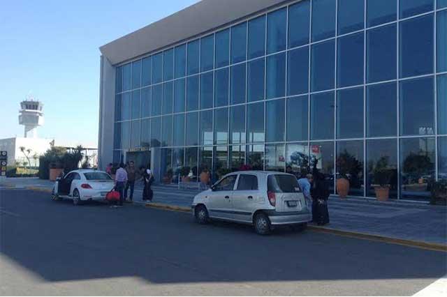 Cierran aeropuerto de Puebla para limpiar ceniza del Popocatépetl