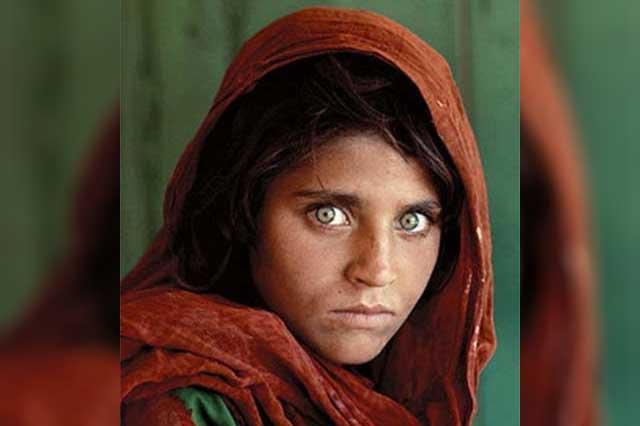 Por traer identidad falsa, detienen a la afgana que posó para National Geographic
