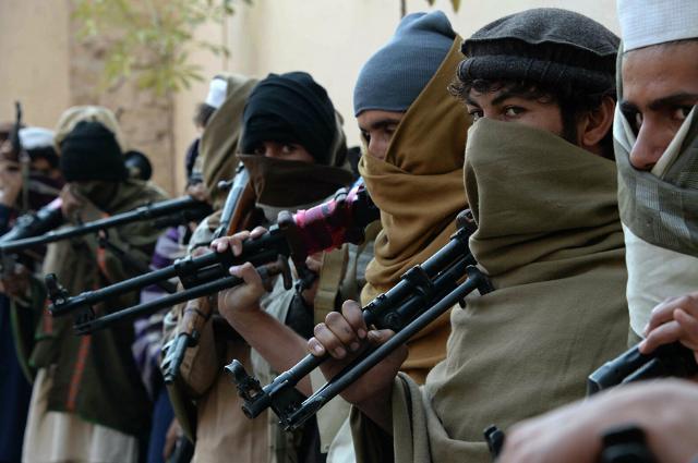 En inédita protesta afganas exigen a talibanes trabajo y educación