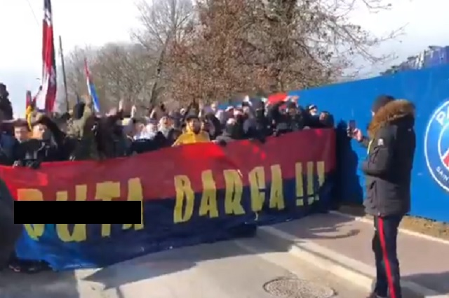 Hinchas radicales del PSG insultan al Barcelona previo al partido de Champions