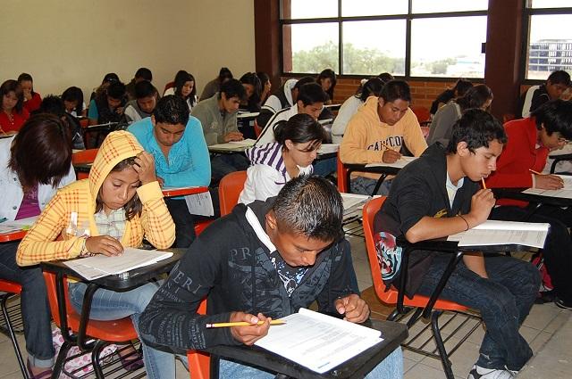 Piden estudiantes rediscutir la Ley de Educación en Puebla