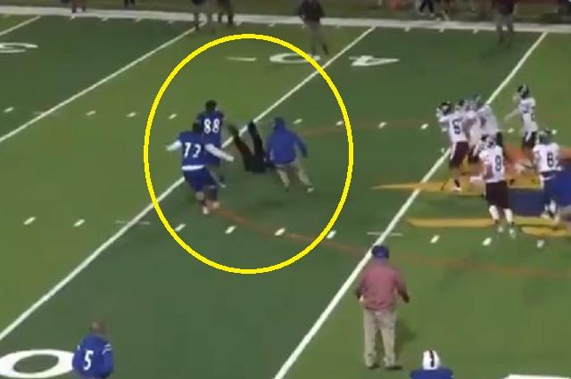 Arrestan a jugador por golpear al árbitro en partido de futbol colegial
