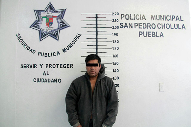 Detiene policía de San Pedro Cholula a agresores de anciano