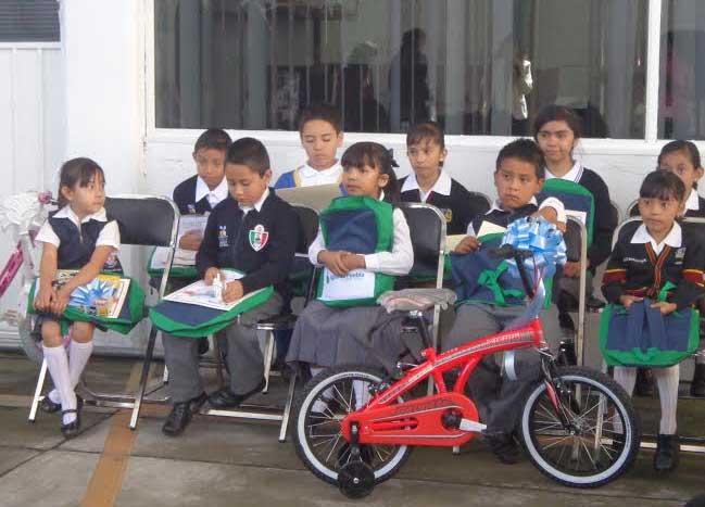 Agua de Puebla premia a niños ganadores de concurso de dibujo