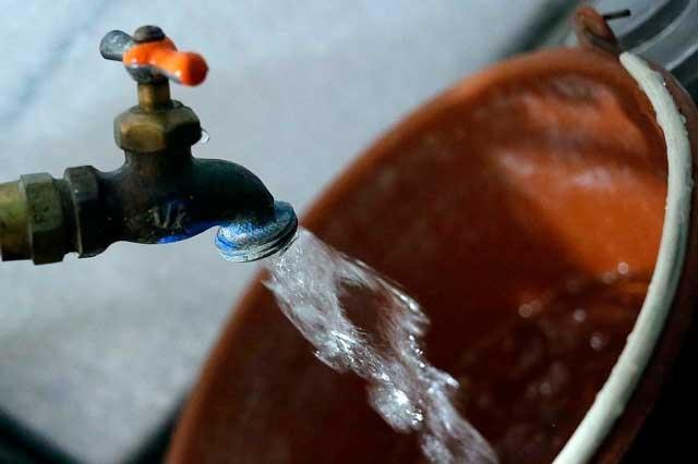 Llaman a padres a ampararse por cobro del agua en escuelas