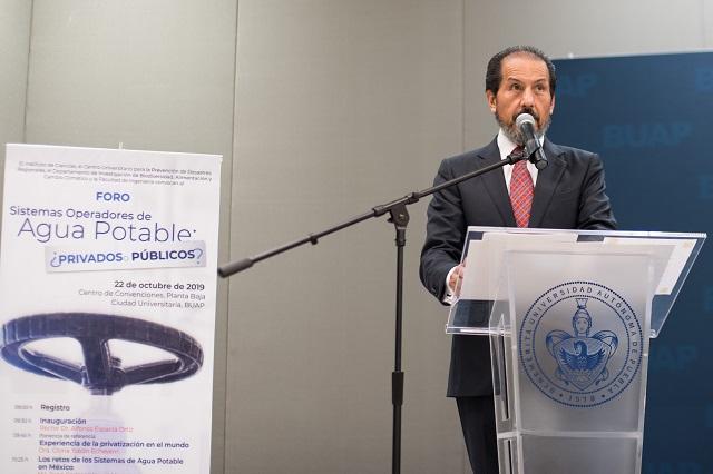 Inaugura Esparza foro sobre sistemas operadores de agua potable