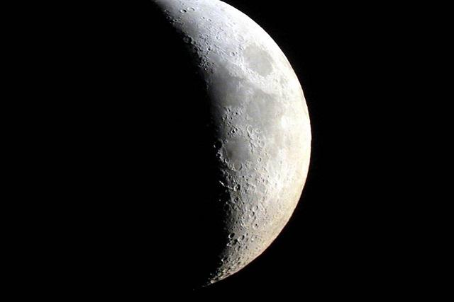 Confirman que hay agua en la luna y dicen dónde está