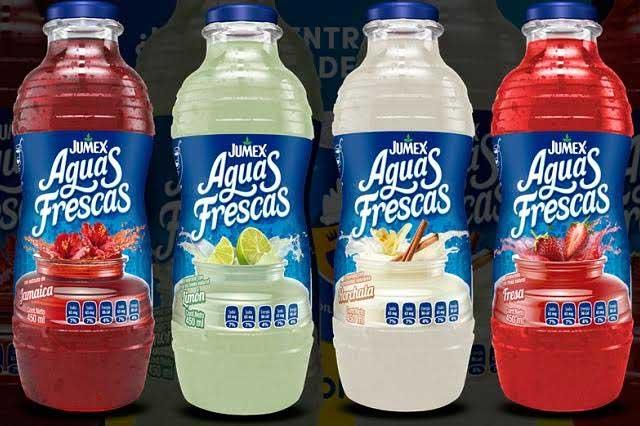 Botella de Aguas Frescas Jumex Limón contiene 7 cucharadas de azúcar