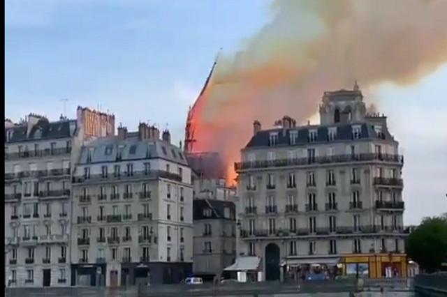 Videos: Así se cayó la aguja de la Catedral de Notre Dame