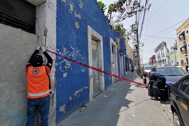 Ahora cae barda de casa en barrio de la Luz, en Puebla