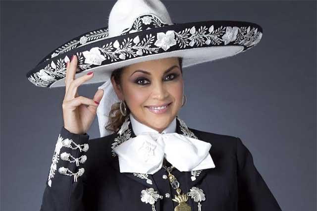 Juan Gabriel le propuso matrimonio a Aida Cuevas en tres ocasiones