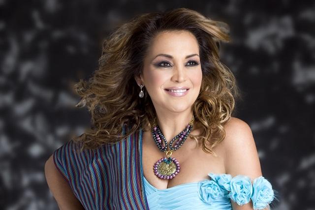 Aida Cuevas: su vida, cuatro décadas de éxitos y un tributo a Cuco Sánchez