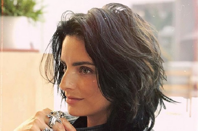¿Aislinn Derbez tiene una gemela perdida? Mira sus fotos