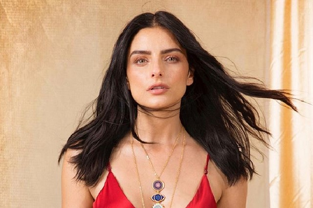 Aislinn Derbez muestra impactante escote en Instagram